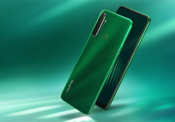 The Realme 5i smartphone in Forest Green color.