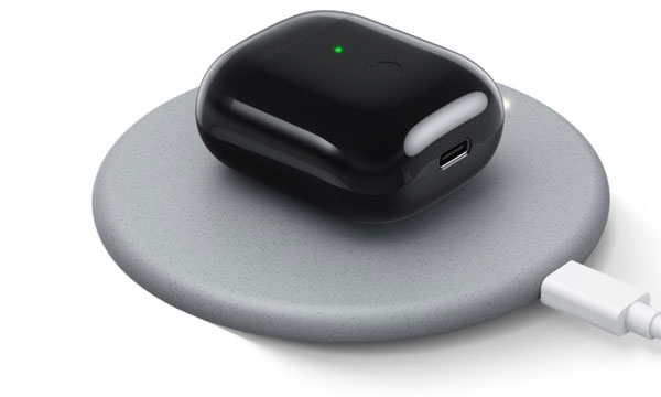 Realme Buds Air wireless charging.