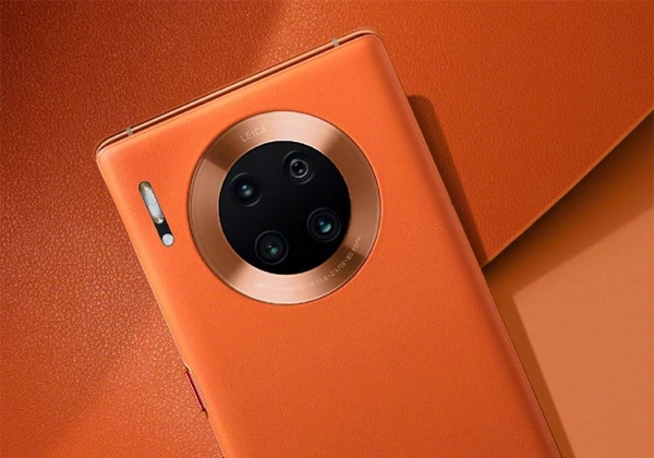 A closer look at the quad rear cameras of the Huawei Mate 30 Pro 5G.