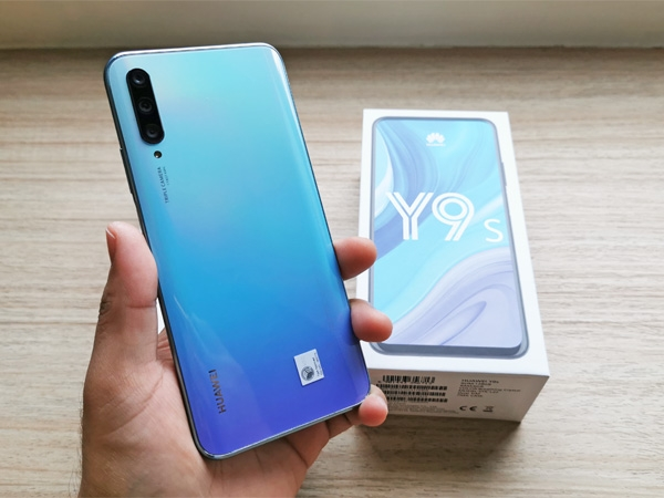 The Huawei Y9s and its box.