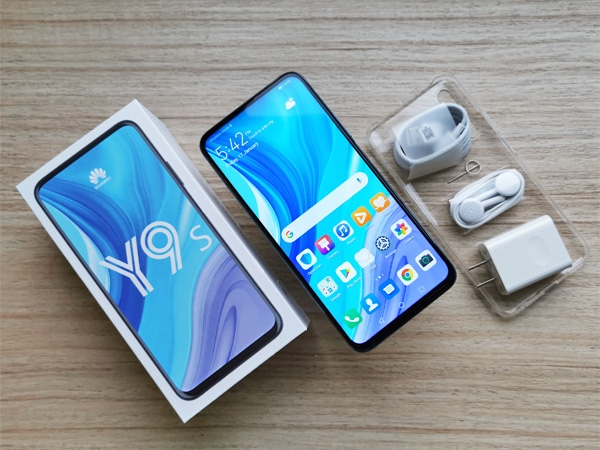 Unboxing the Huawei Y9s...