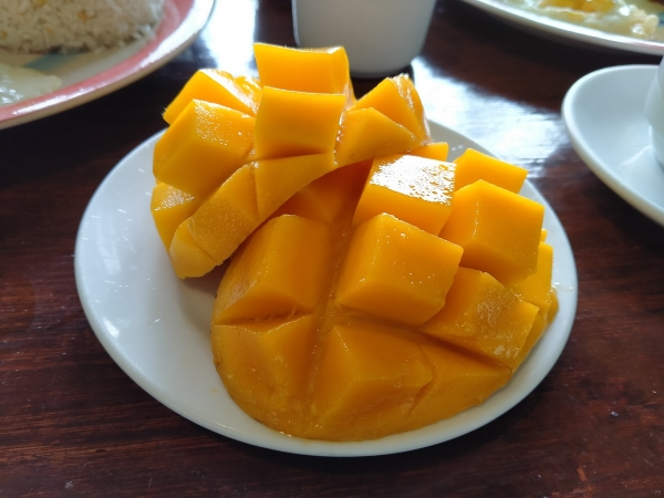 Mangoes with Realme 5i.