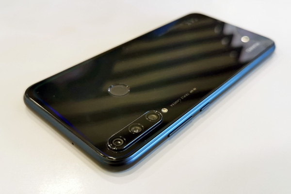 Notice the optical effect around the back of the Huawei Y7p.