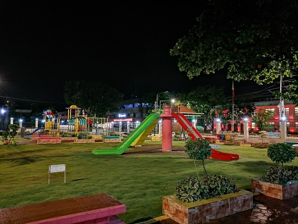 Huawei Y7p sample low light picture (playground, Night Mode).