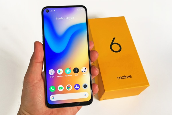 This is the Realme 6 with a live wallpaper.