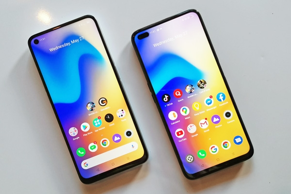 Viewed from the front, the realme 6 (left) and realme 6 Pro (right).
