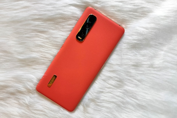 The vegan leather back of the OPPO Find X2 Pro.