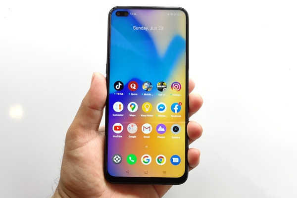 The 90Hz display of the realme 6 Pro.