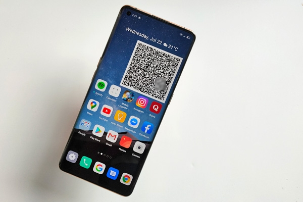 OPPO Find X2 Pro home screen (QR code for contact tracing).