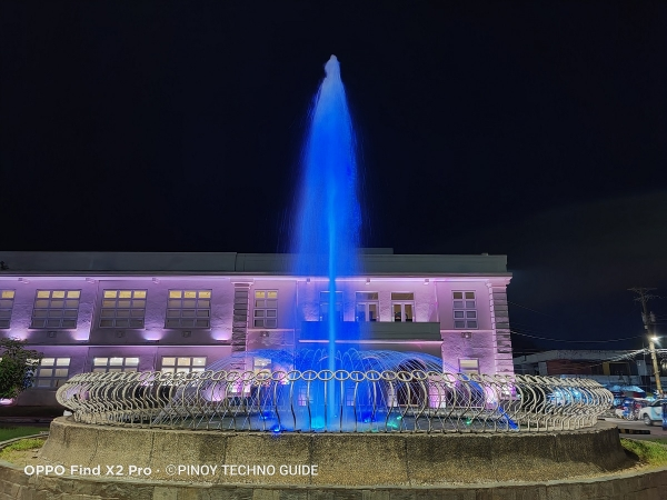 OPPO Find X2 Pro sample picture (fountain, Night Mode).