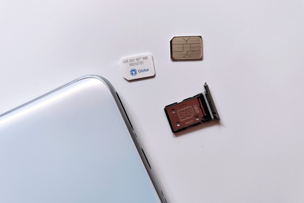 SIM card tray of the realme X3 SuperZoom.