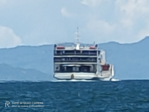 realme X3 SuperZoom sample picture (boat, 60x zoom).