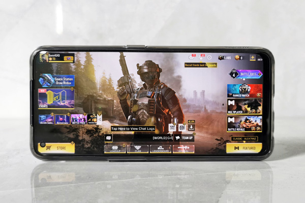 Call of Duty Mobile on the realme 7 Pro.