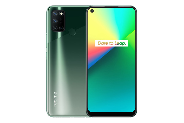 The realme 7i smartphone in Aurora Green.
