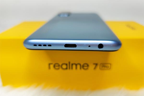 realme 7 Pro ports