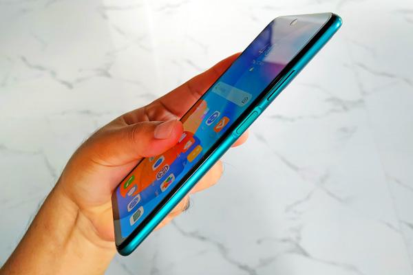 Side-mounted fingerprint scanner of the Huawei Y7a.
