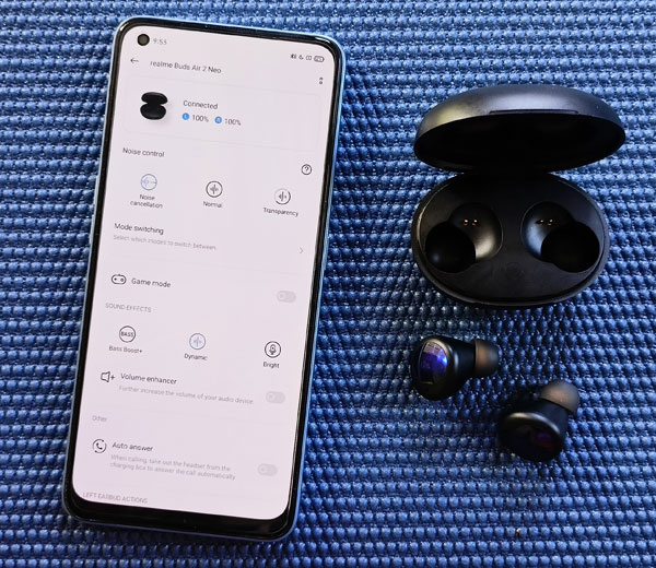 The realme Buds Air 2 Neo connected with realme Link.
