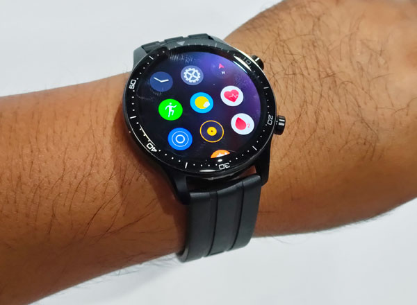 Apps on the realme Watch S Pro.